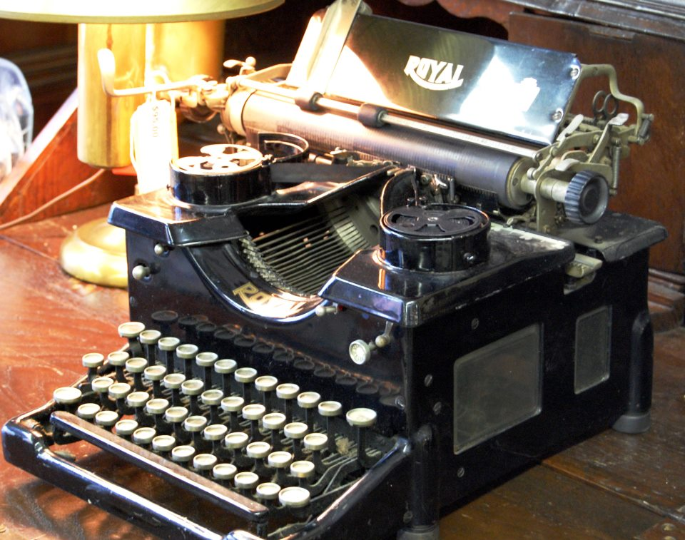 Antique Royal Typerwriter