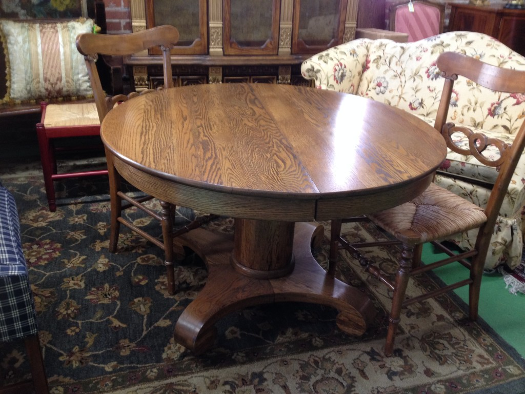 Lovely Round Oak Kitchen Table from the turn of the century (the last century that is) New York made, comes with 3 leaves and custom table pads. Finish is PERFECT. Just in 10/25/2014 - Only$150!!